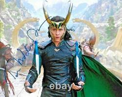 Tom Hiddleston Les Avengers Endgame Loki Thor A Signé 8x10 Auto Photo Dg Coa (c)